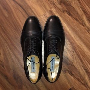 BARELY WORN Johnston & Murphy Dress Shoes